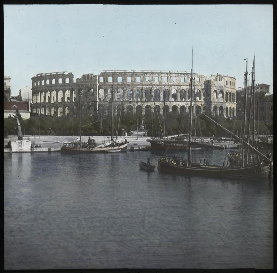 Římský amfiteátr v přístavu Pula během 1. světové války
