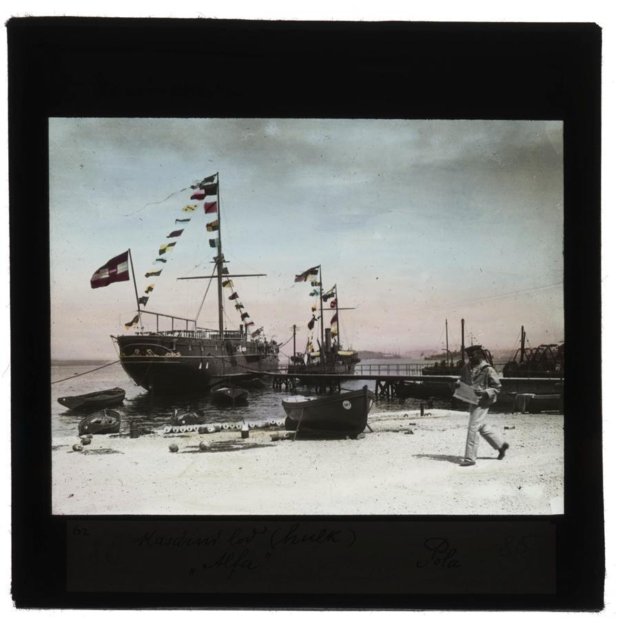 Rakousko-uherské válečné lodě v přístavu