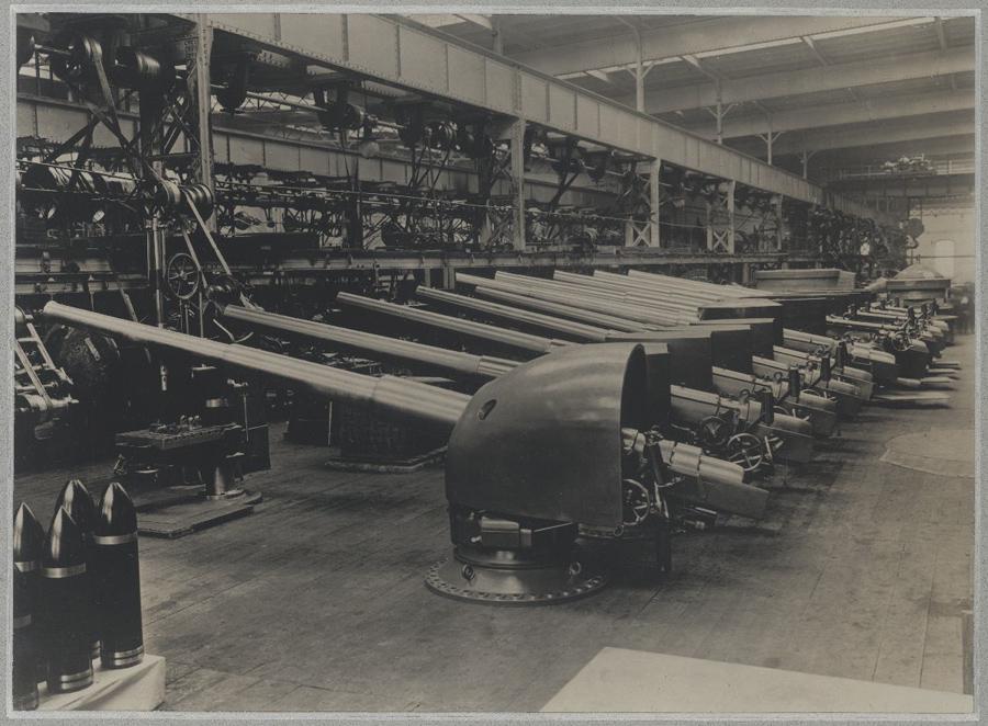 Děla 120 mm  připravená k  transportu ze Škodových závodů
