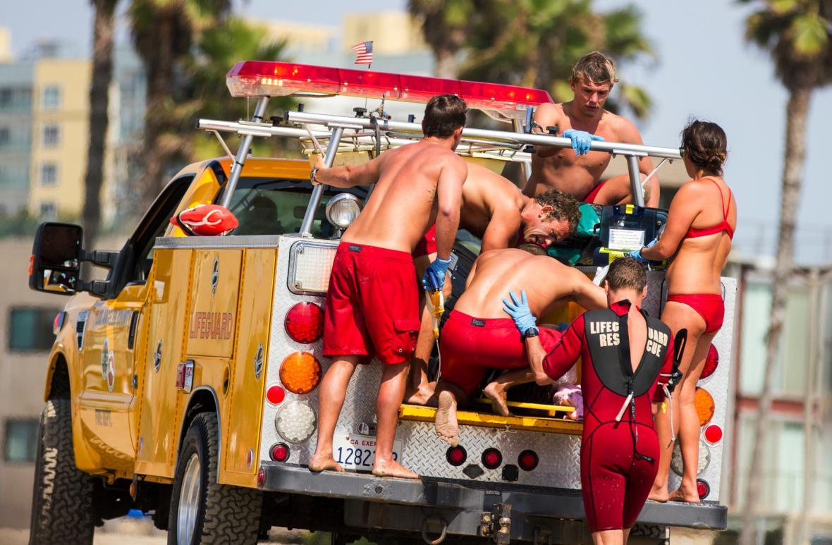 Na pláž v Los Angeles udeřil blesk