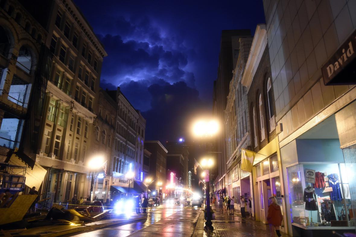 Bouřka ve městě Knoxville ve státě Tennessee