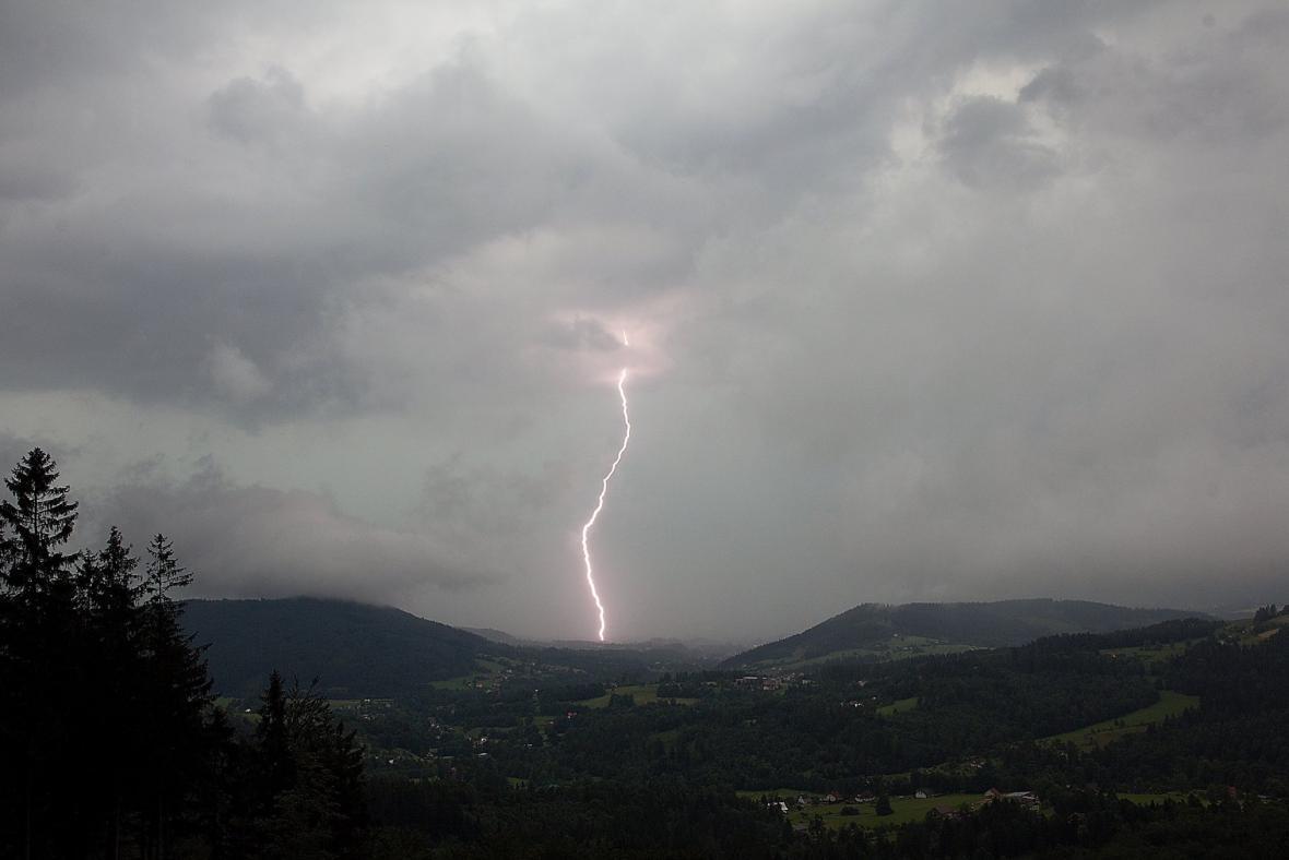 Bouřka nad Jablunkovským průsmykem