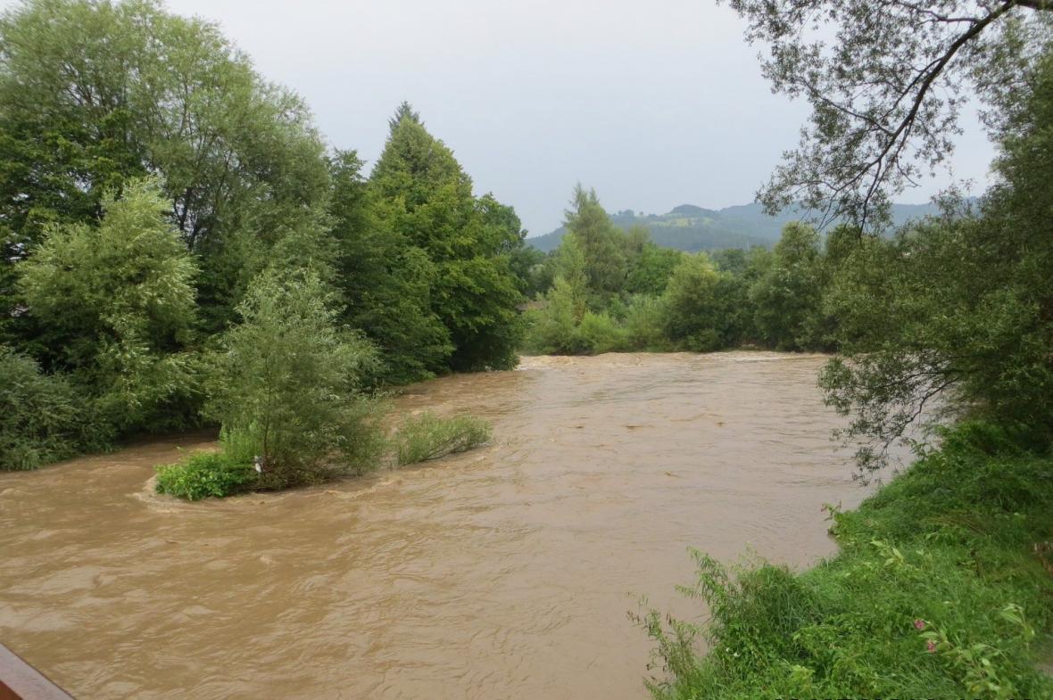 Rozvodněná řeka Olše na Jablunkovsku