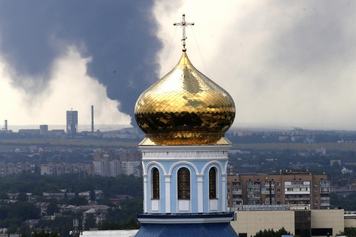 Následky dělostřeleckého útoku na Luhansk