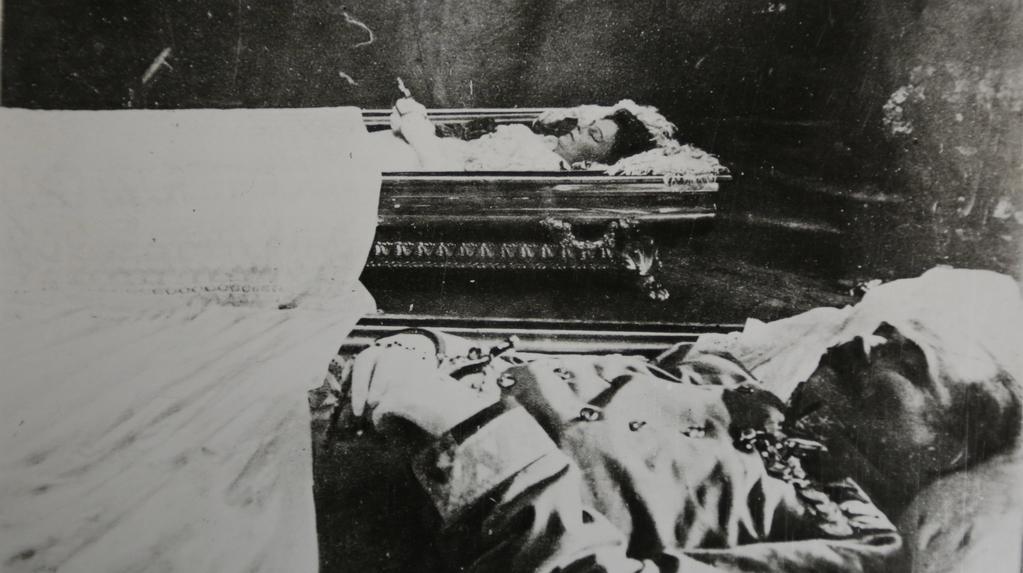 Arcivévoda František Ferdinand s chotí Žofií krátce po své smrti