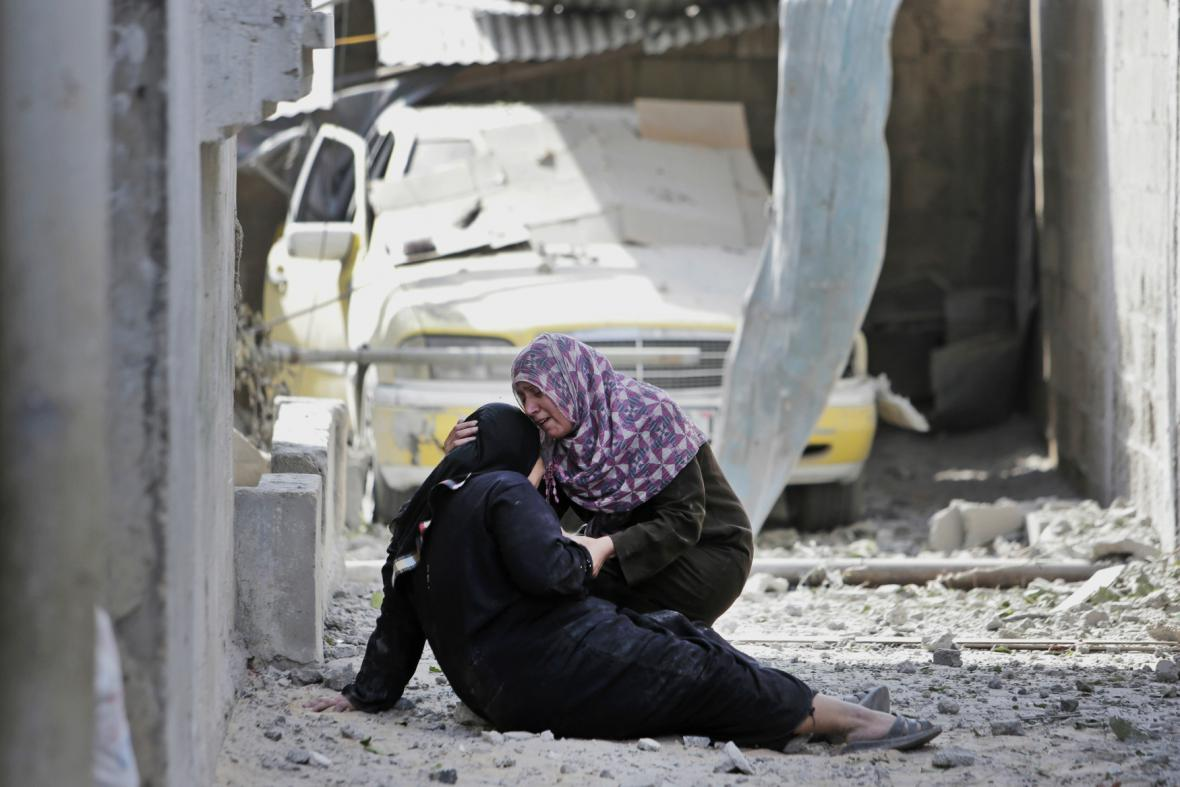 Palestinci se během příměří vracejí do zničených domovů