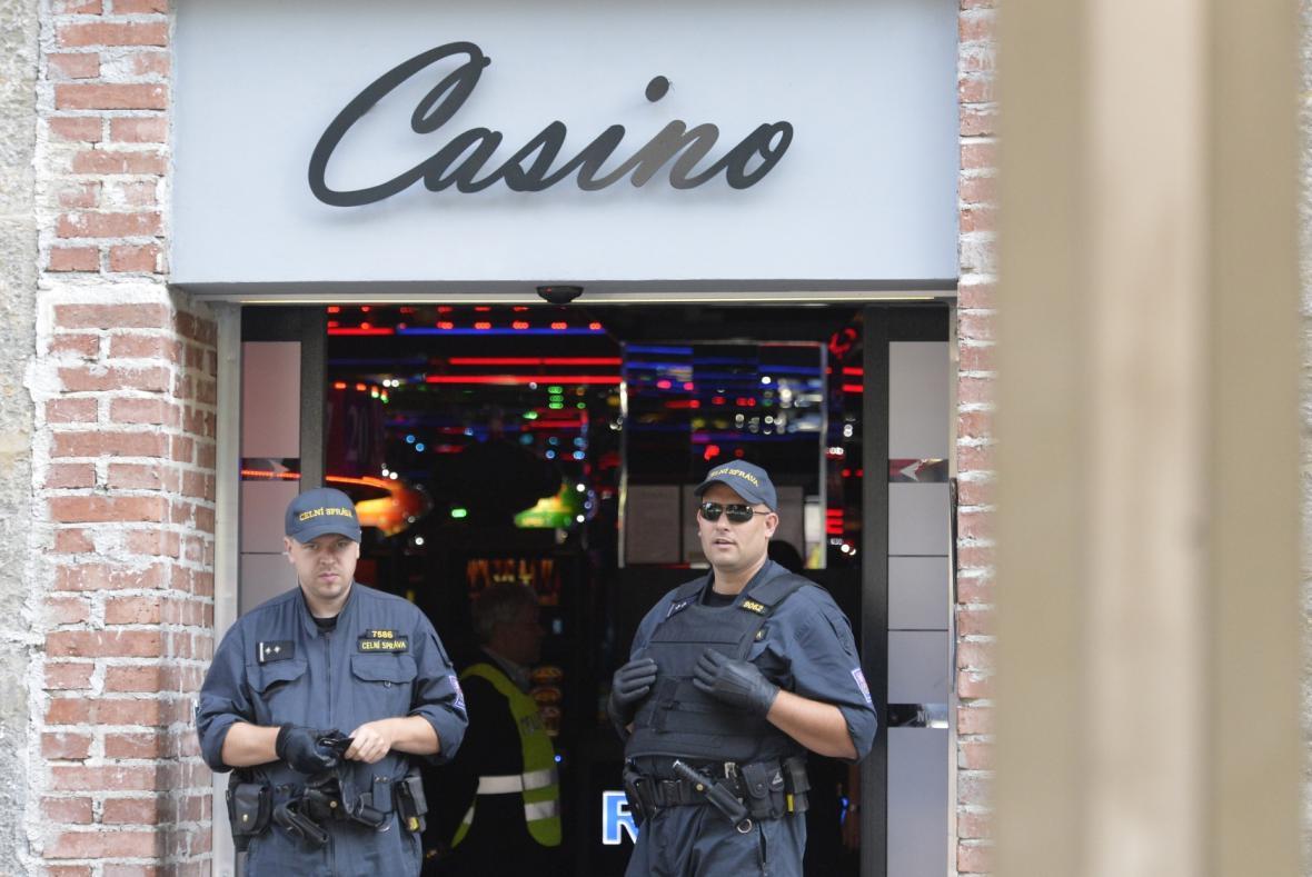 Pracovníci finanční správy zasahovali na Václavském náměstí v kasinu Happy Day