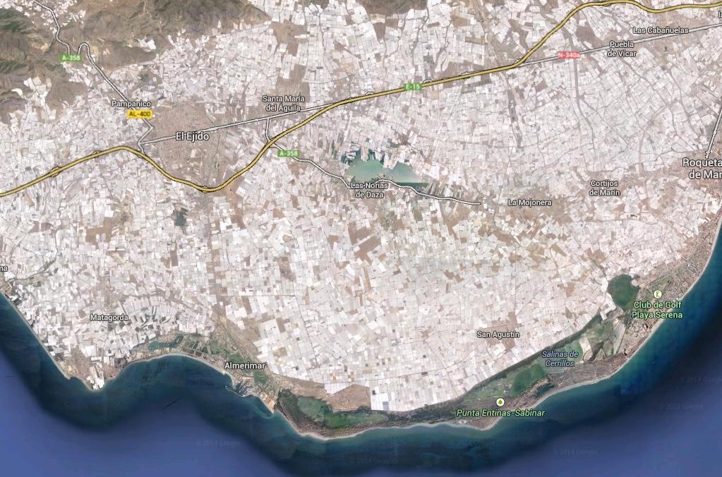 Satelitní fotografie jihošpanělského pobřeží pokrytého skleníky