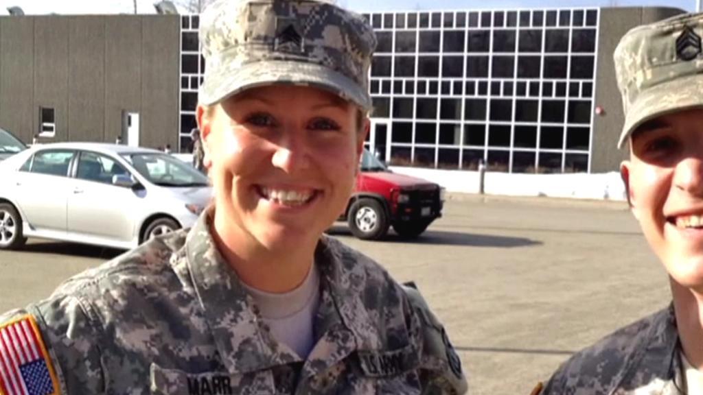 Amanda Marrová ještě v uniformě