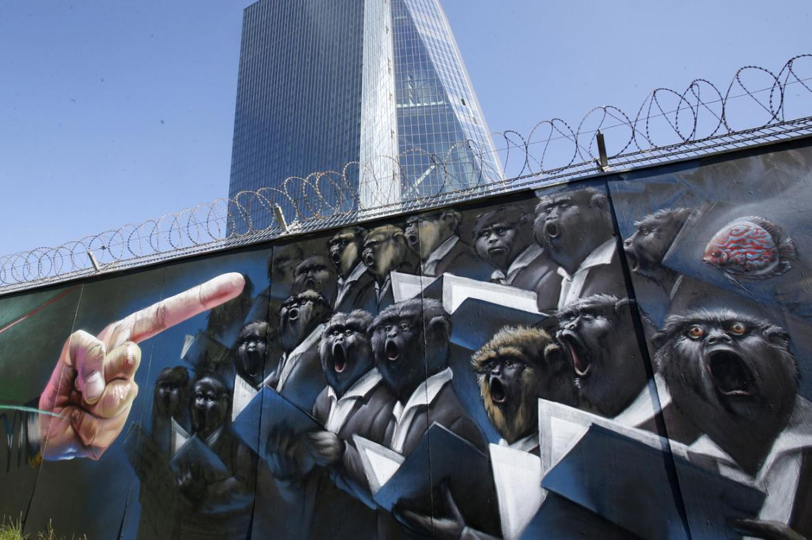 Graffiti u sídla ECB ve Frankfurtu