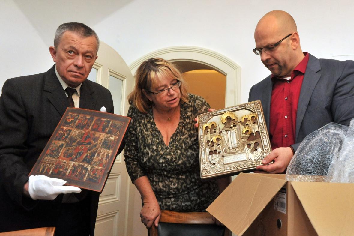 Ostravské muzeum si převzalo ztracené ikony