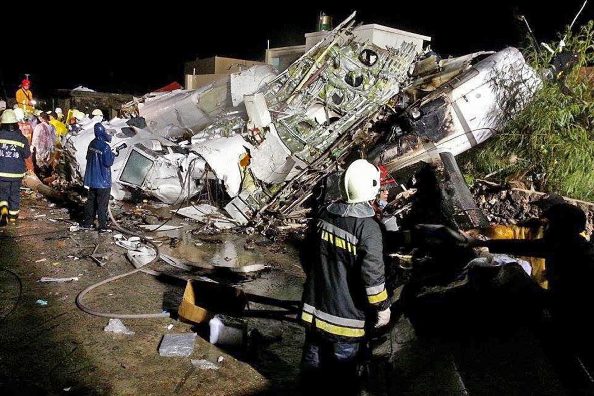 Následky havárie letadla na Tchaj-wanu