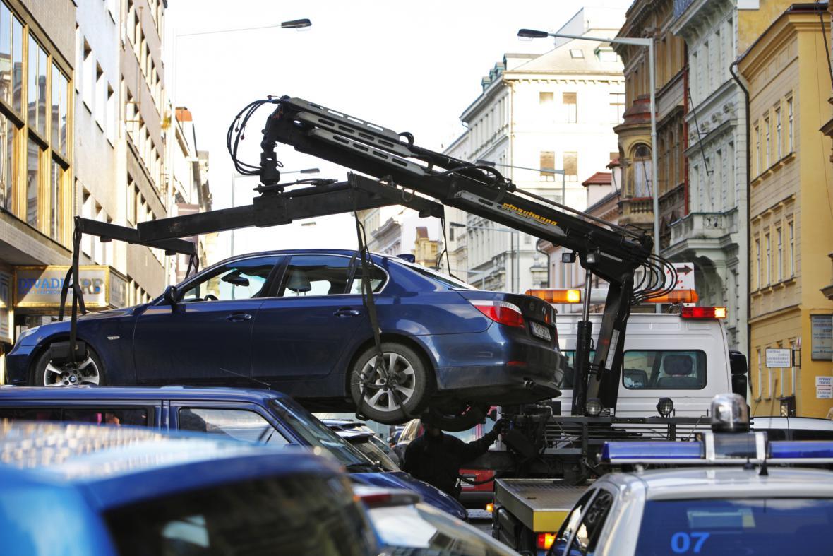 Odtahování špatně zaparkovaných aut
