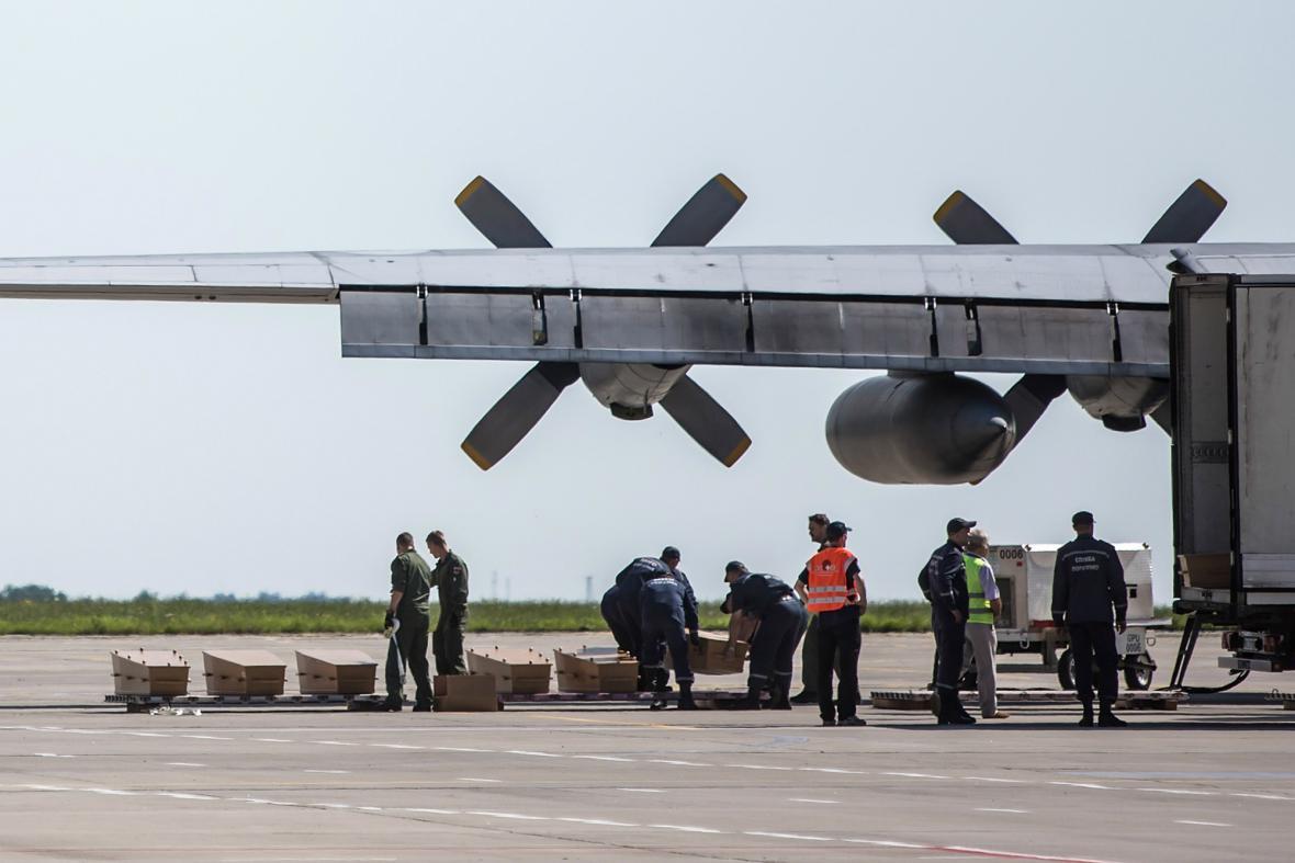 Z Charkova odletěly první ostatky obětí letu MH17