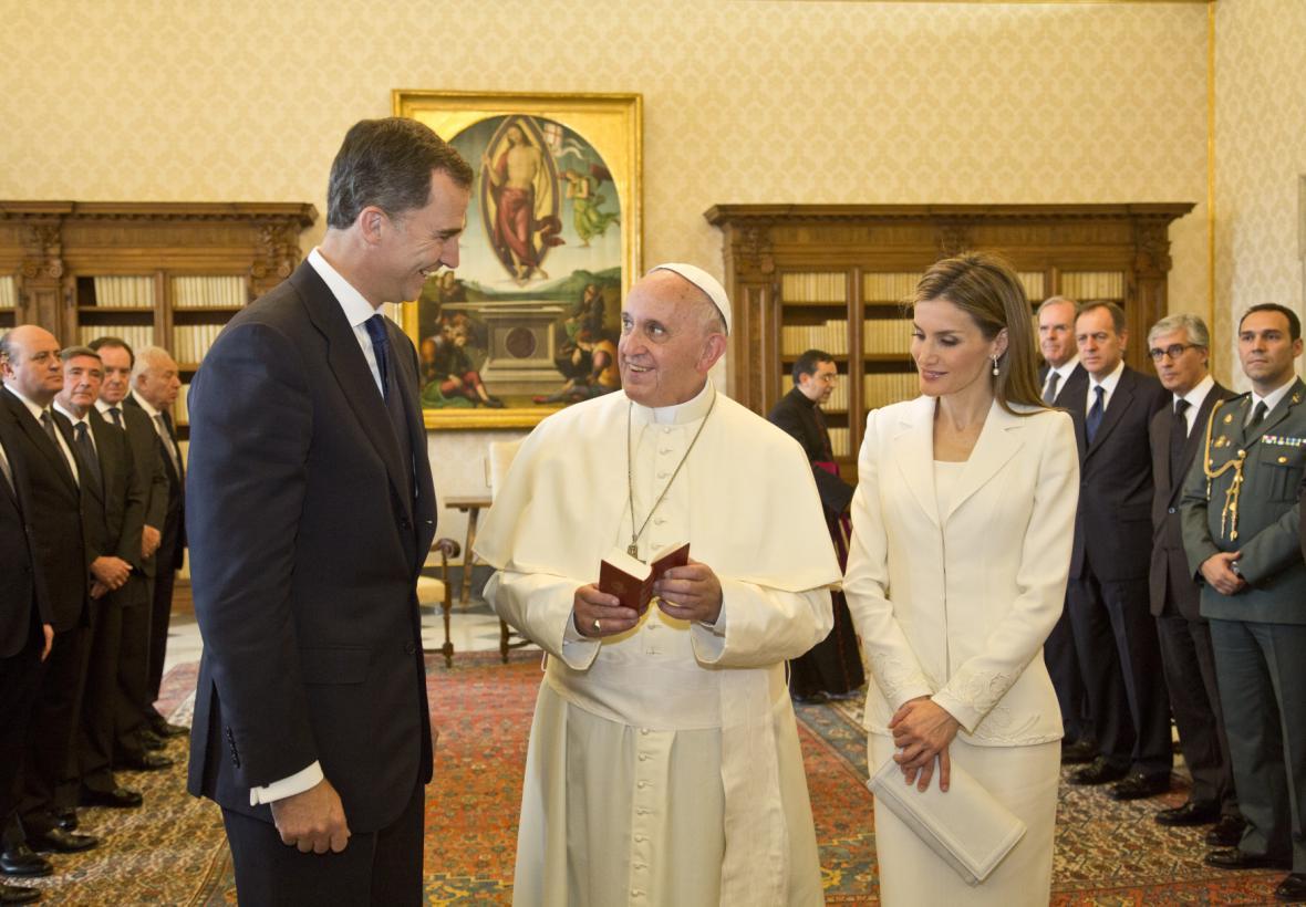 Španělský královský pár a papež František