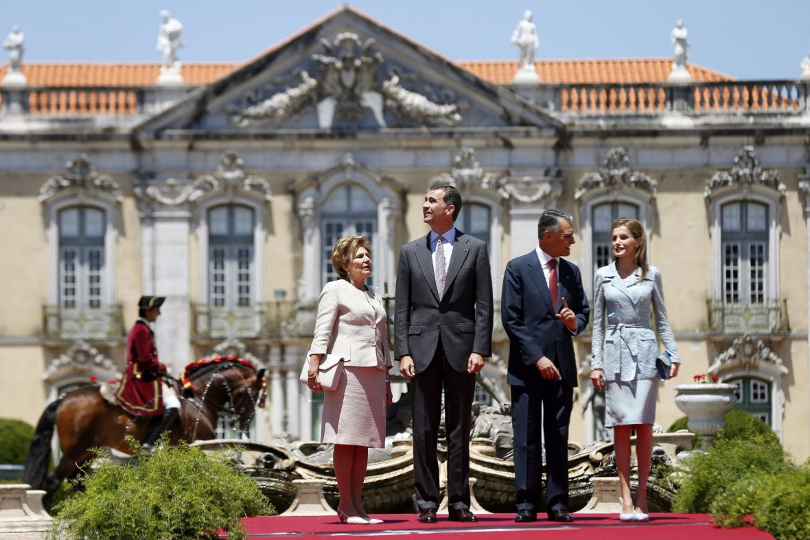 Španělský královský pár a portugalský prezident Sylva s manželkou