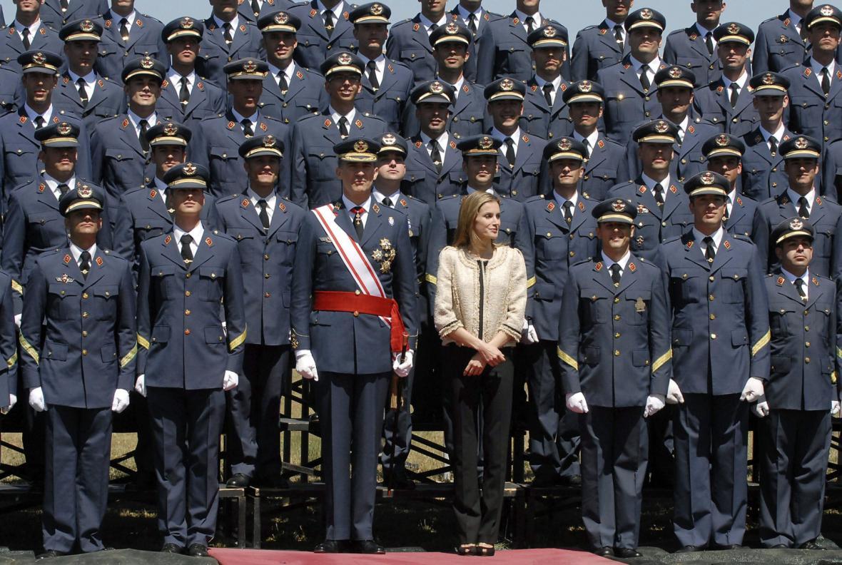 Španělský královský pár při návštěvě Letecké akademie