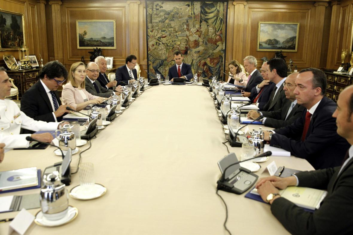 Filip VI. předsedá Národní bezpečnostní radě
