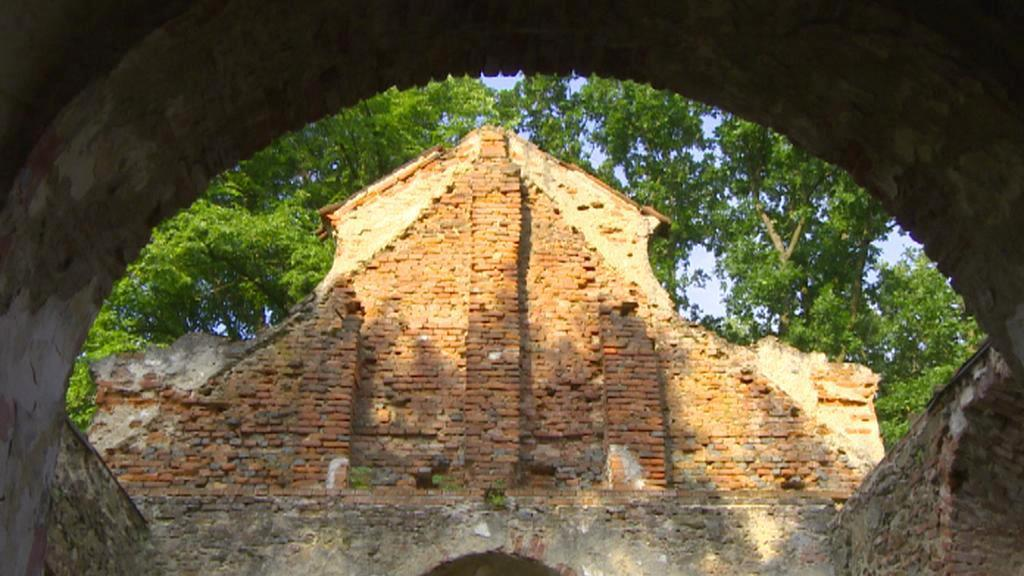 Zbytky štítu kaple sv. Anny u Pelhřimova