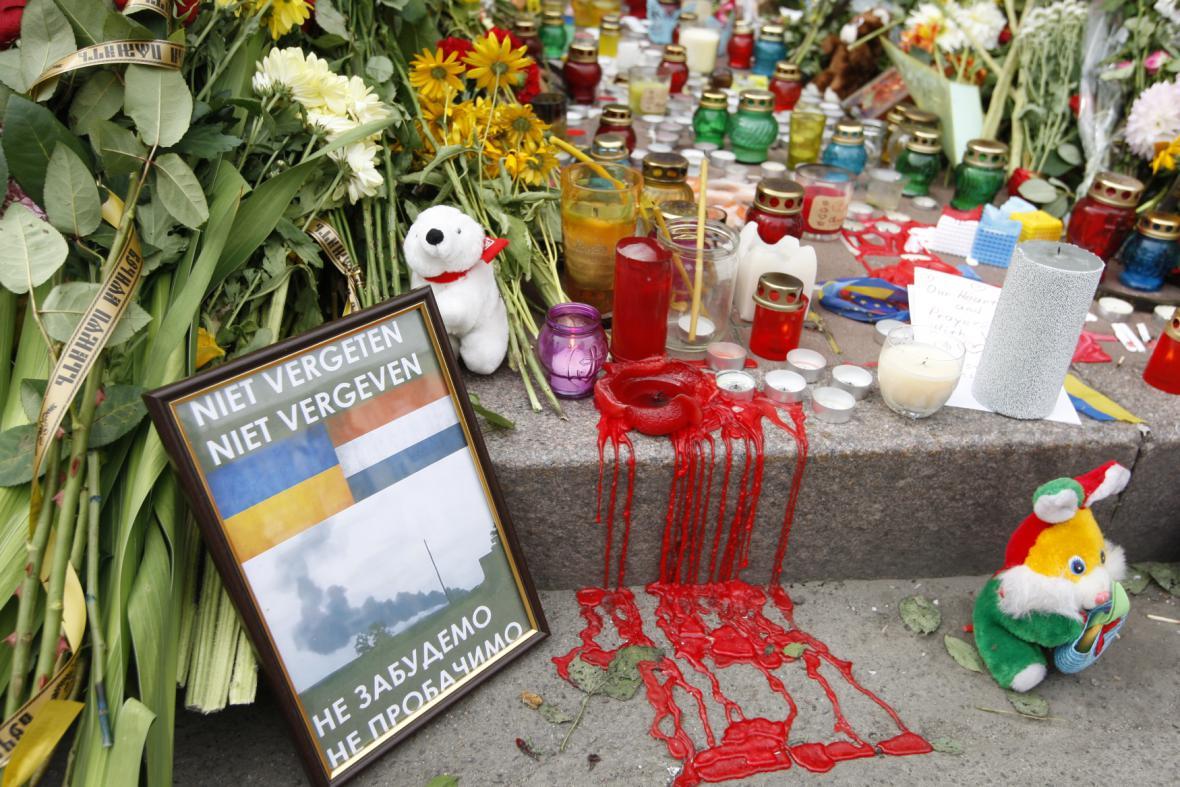 Smutek v Kyjevě za oběti sestřeleného letadla MH17