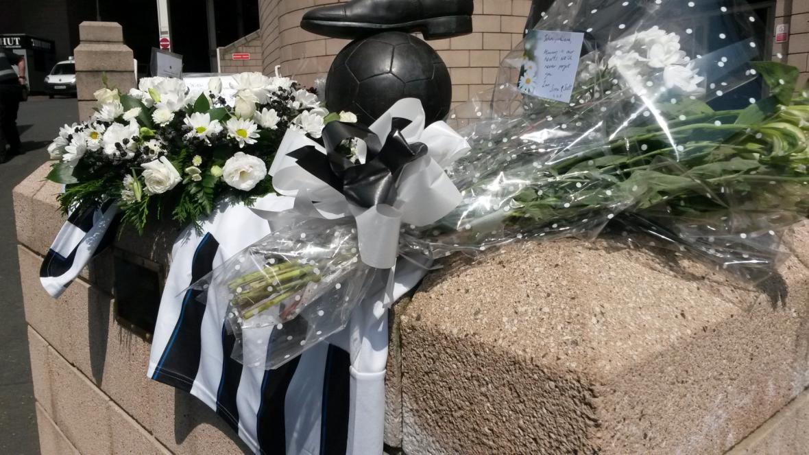 Pieta v Newcastlu za mrtvé fanoušky z paluby MH17