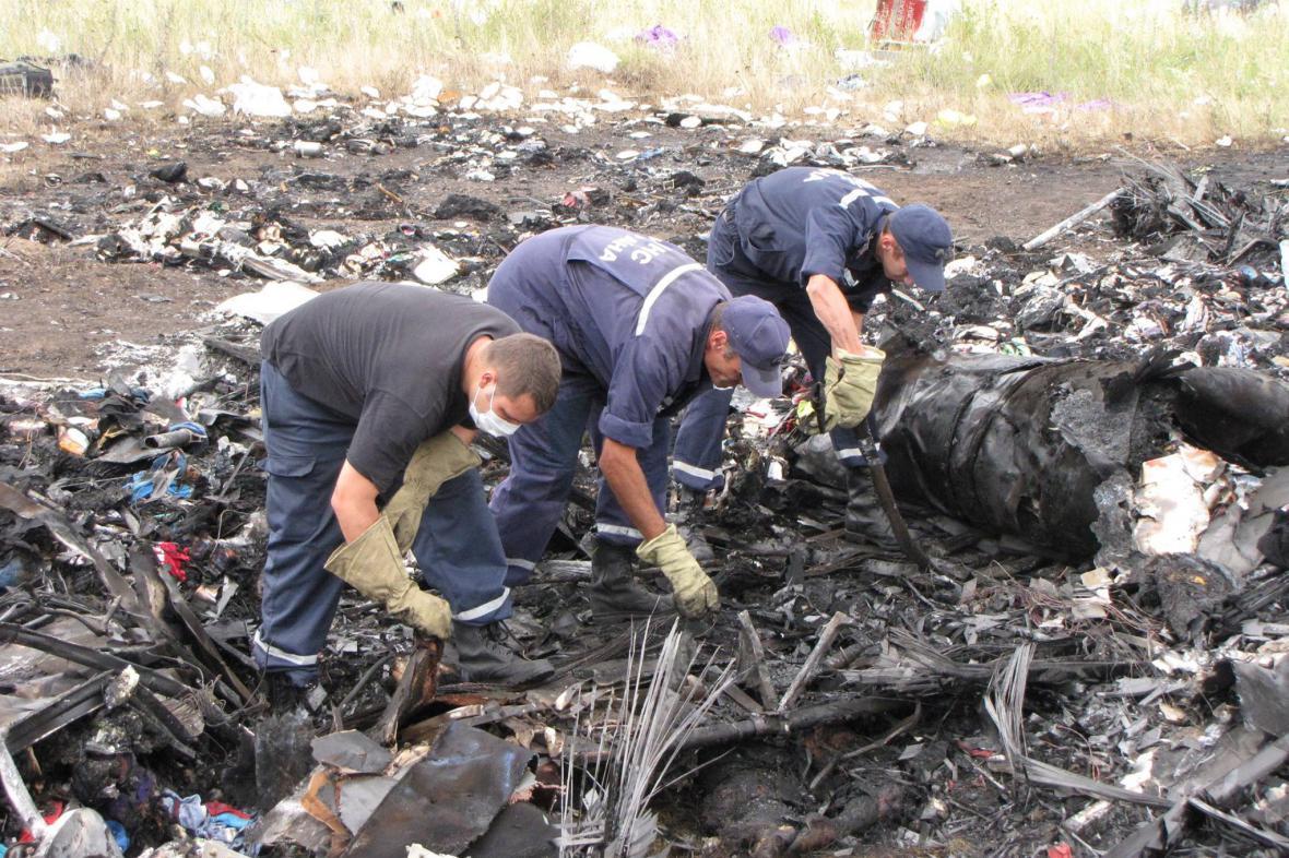 Trosky MH17: Záchranáři, kteří nechtěli být foceni