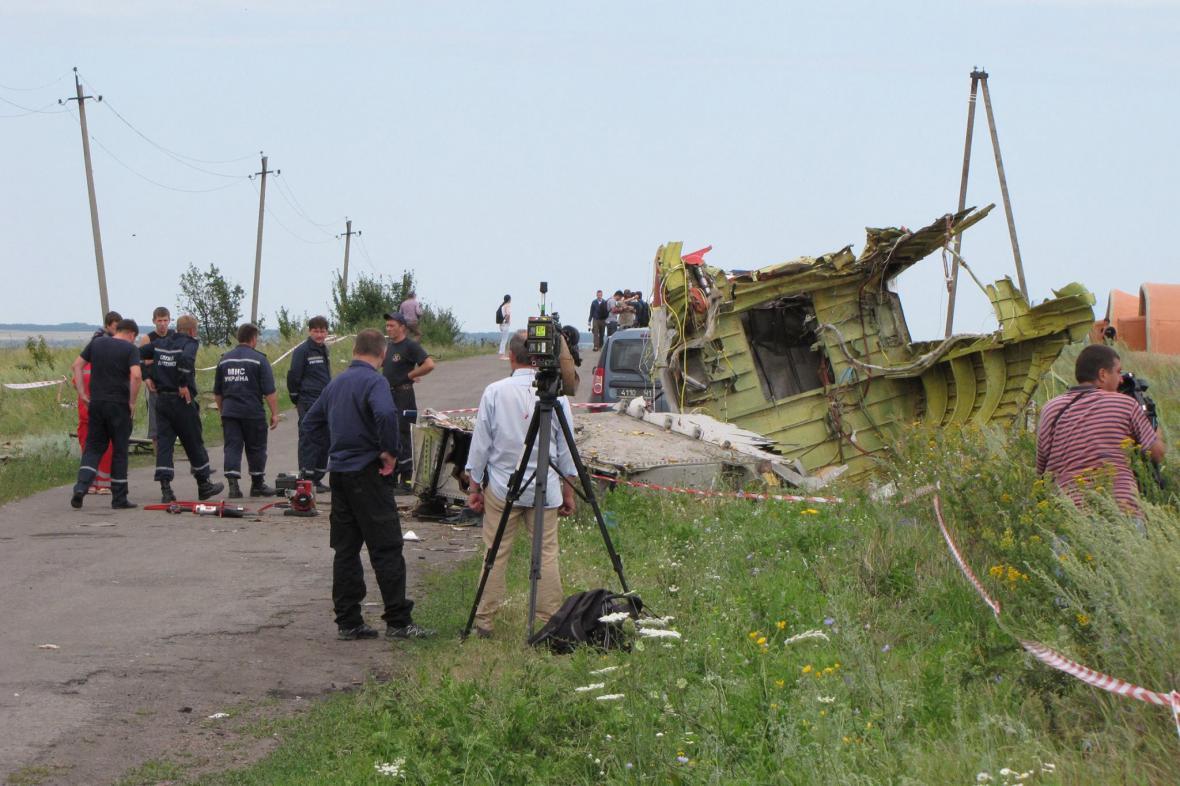 Zbytky trosek MH17