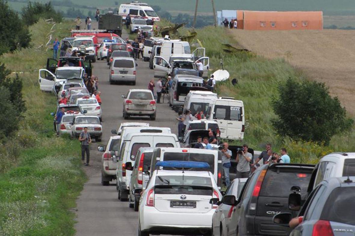 Katastrofa MH17: Na místo havárie přijíždí mise OBSE