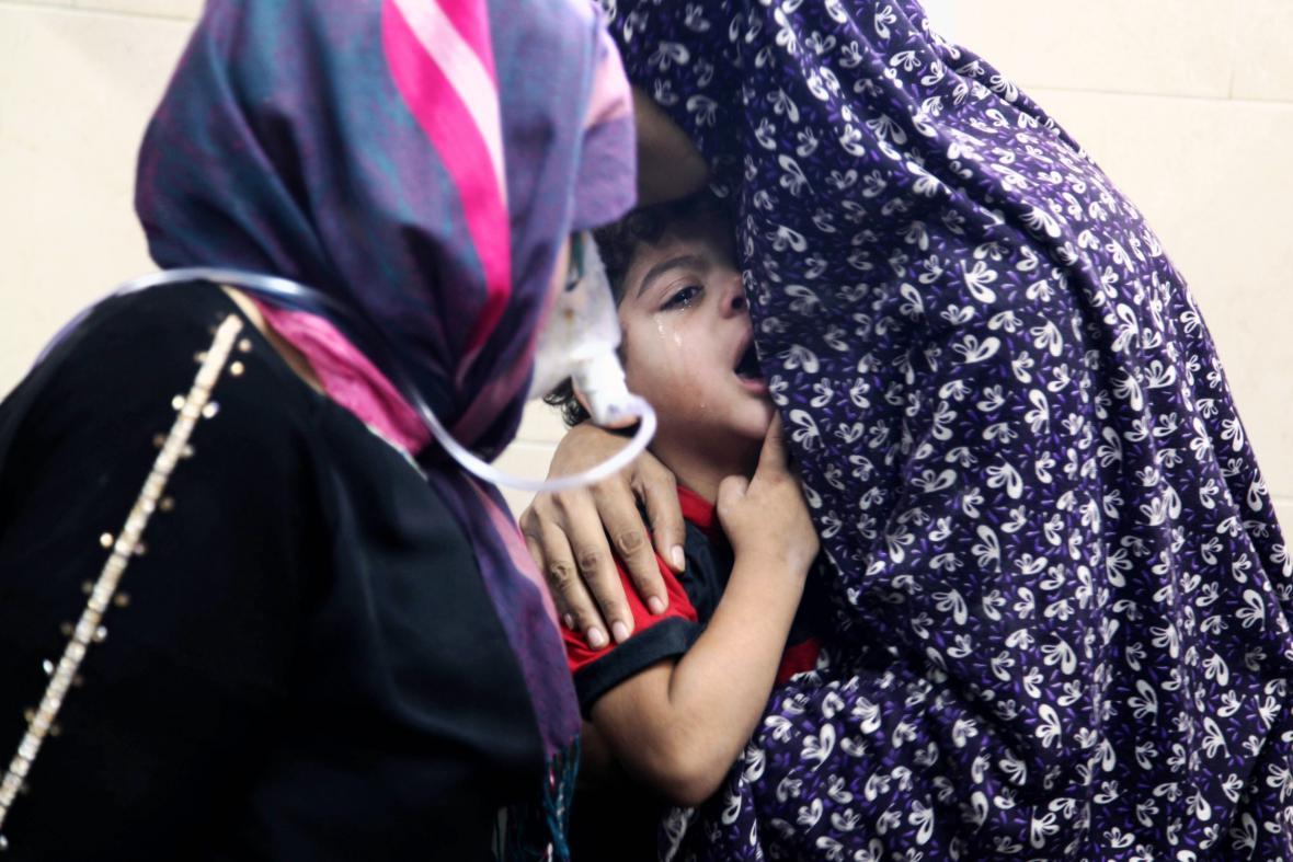 Palestinské dítě v nemocnici na území ostřelované Gazy