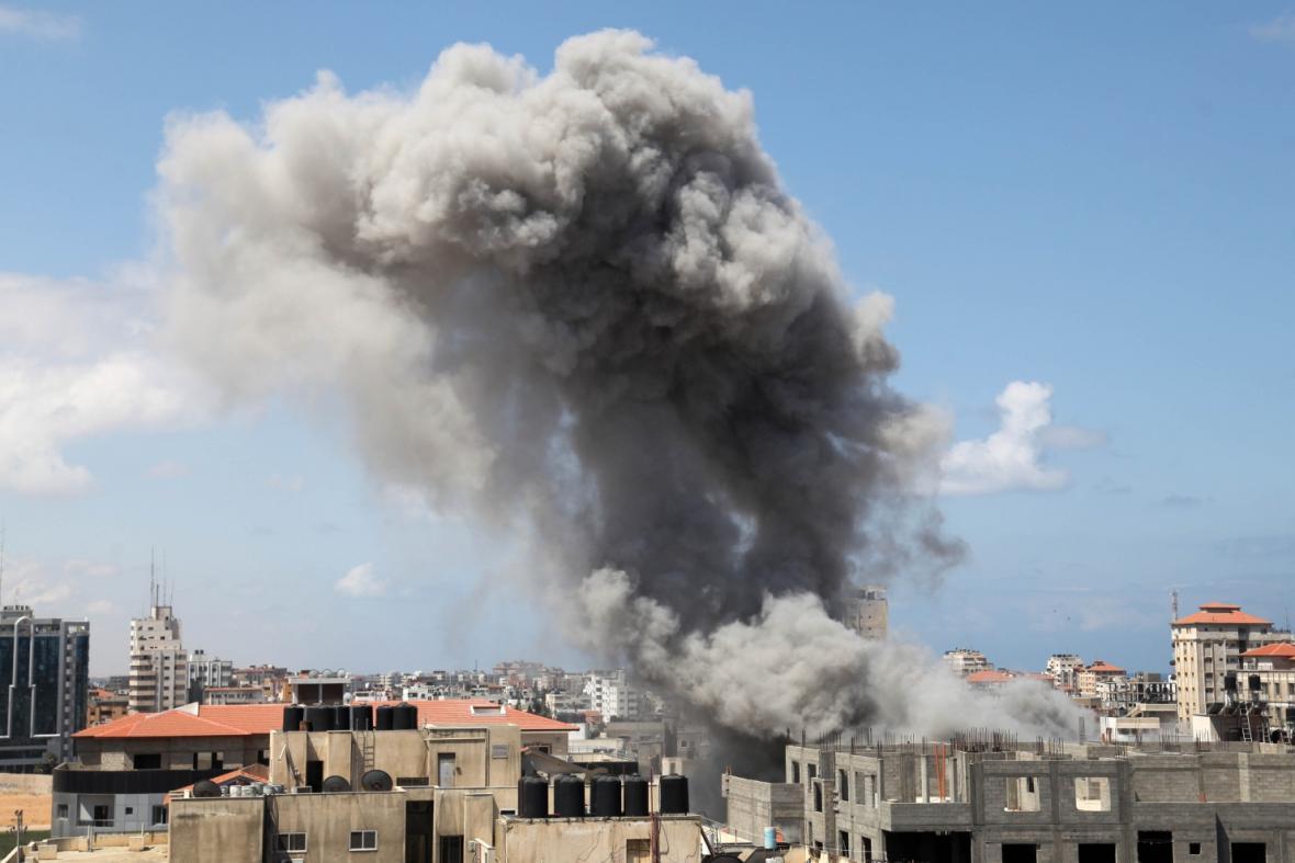 Raketové útoky na Pásmo Gazy stále pokračují