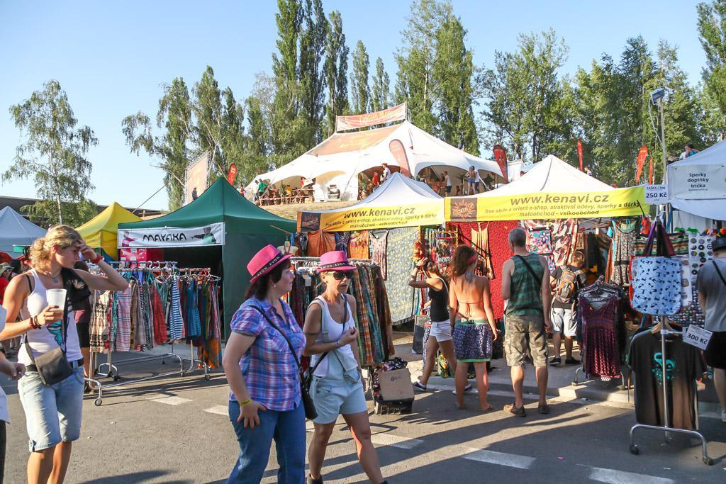 Barevný festival, barevné kloboučky...