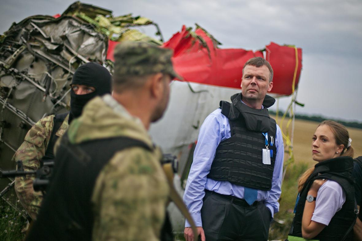 Proruští separatisté pustili pozorovatele OBSE k troskám malajsijského letounu