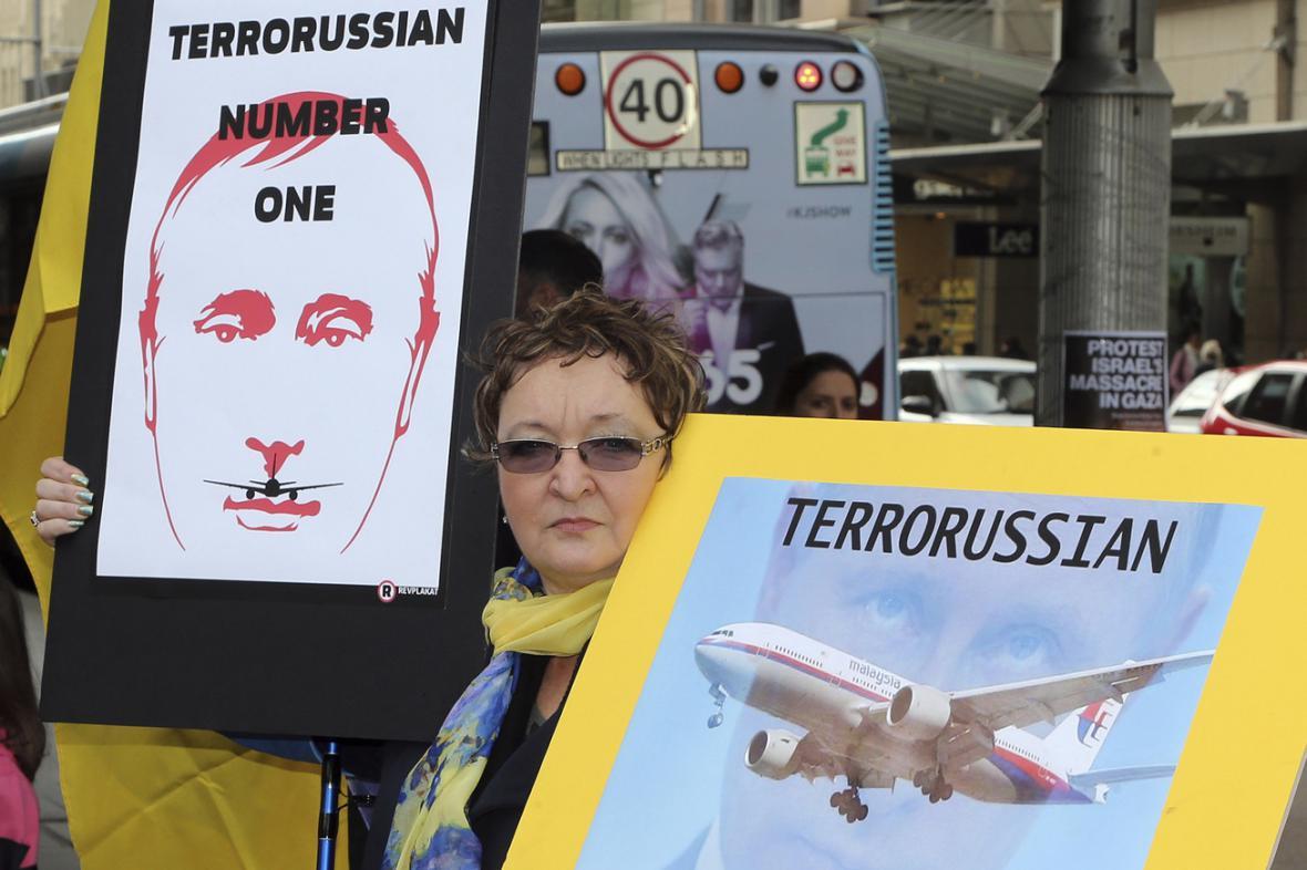 Australští demonstranti žádají vyšetření havárie malajsijského letadla