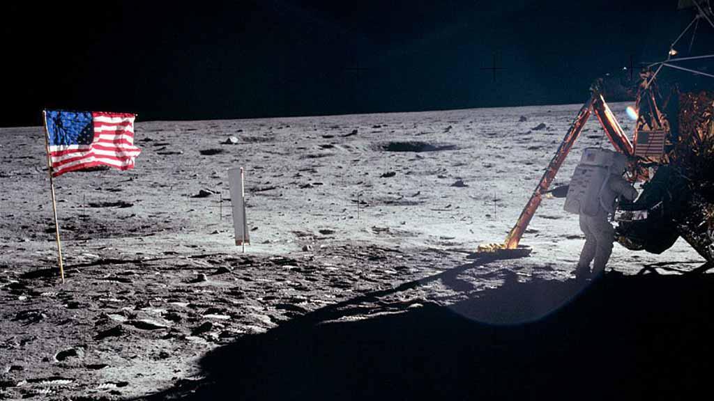 Neil Armstrong na Měsíci