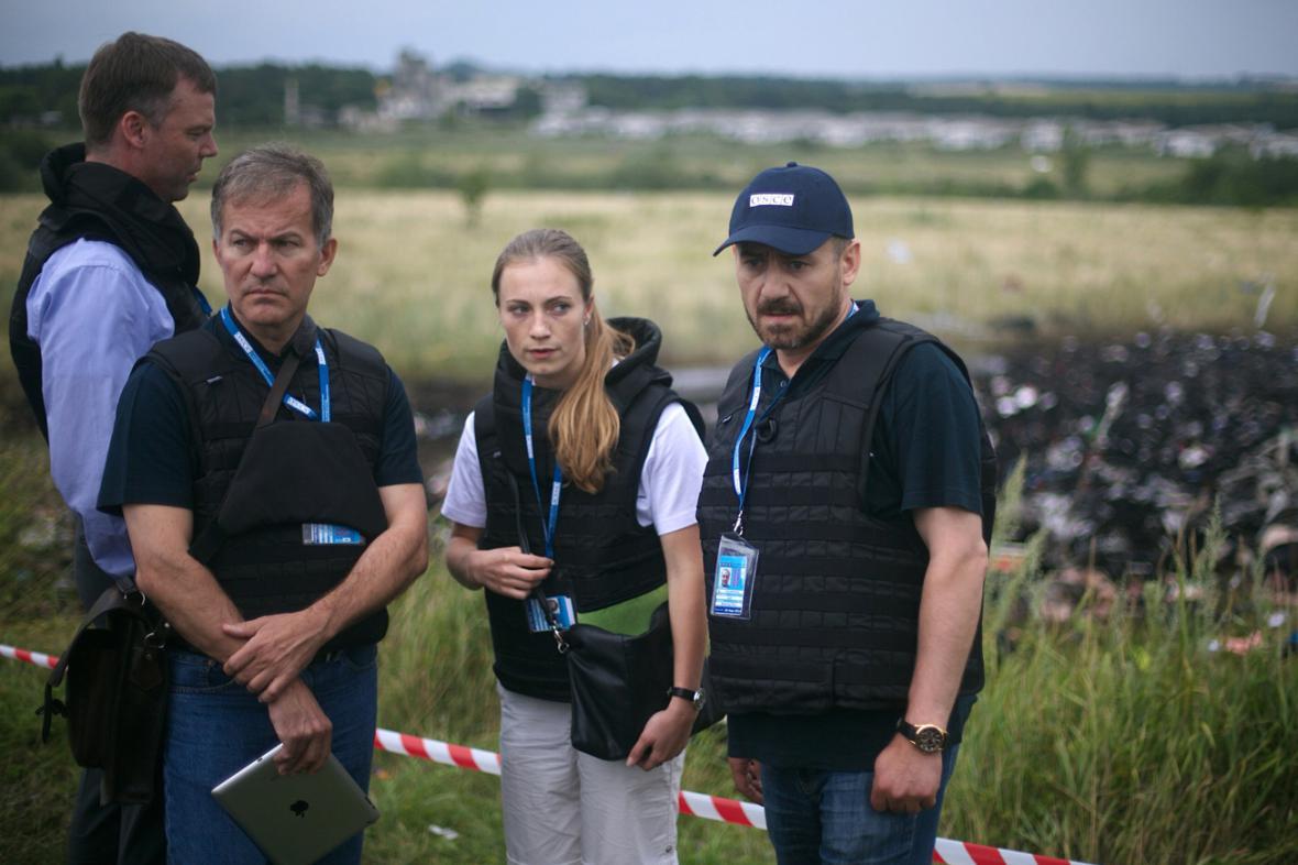 Pozorovatelé OBSE na místě neštěstí letu MH17