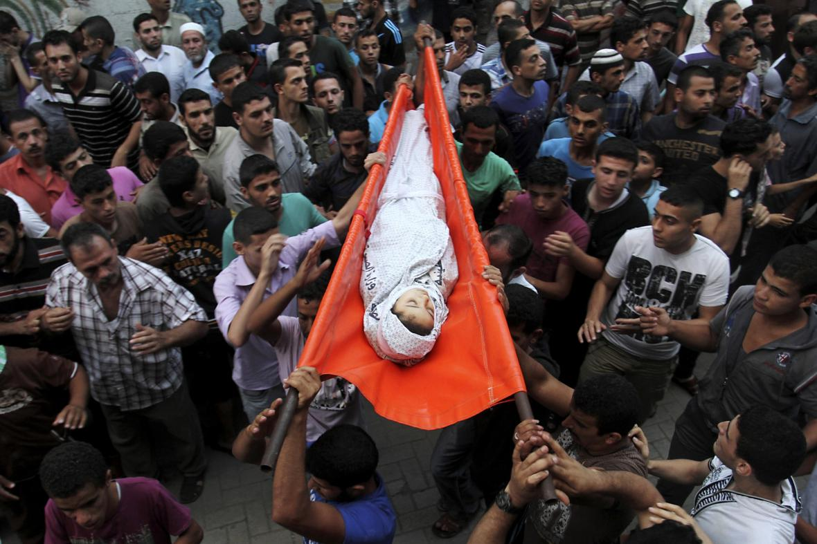 Tryzna za palestinskou dívku, která zemřela při ostřelování Gazy