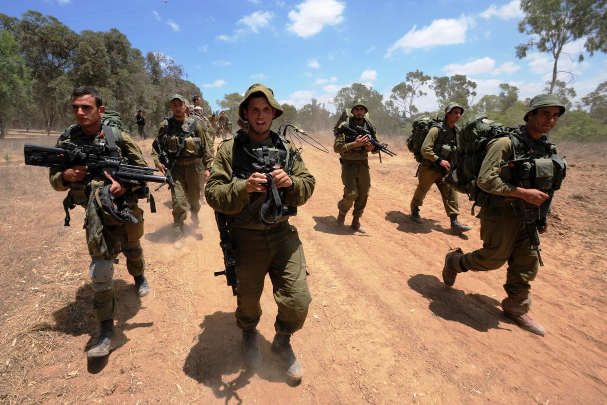 Izraelští vojáci na hranicích Pásma Gazy
