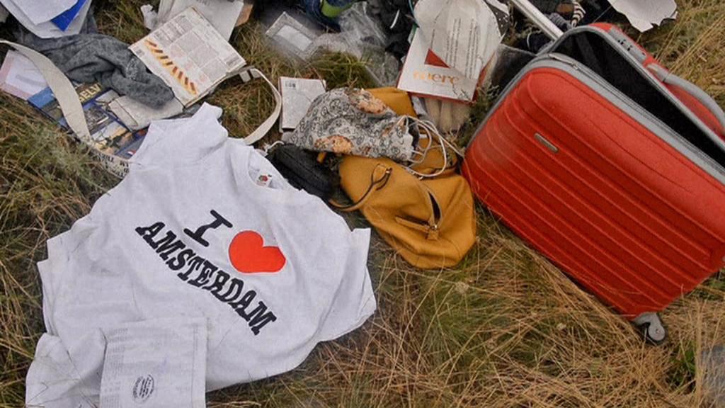 Osobní věci pasažérů zříceného malajsijského letadla