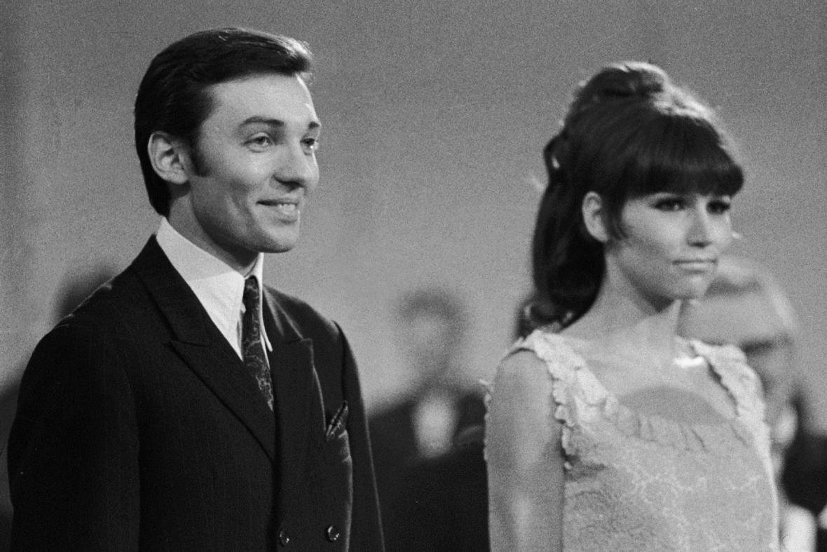 Karel Gott a Marta Kubišová, vítězové soutěže Zlatý slavík, 1967