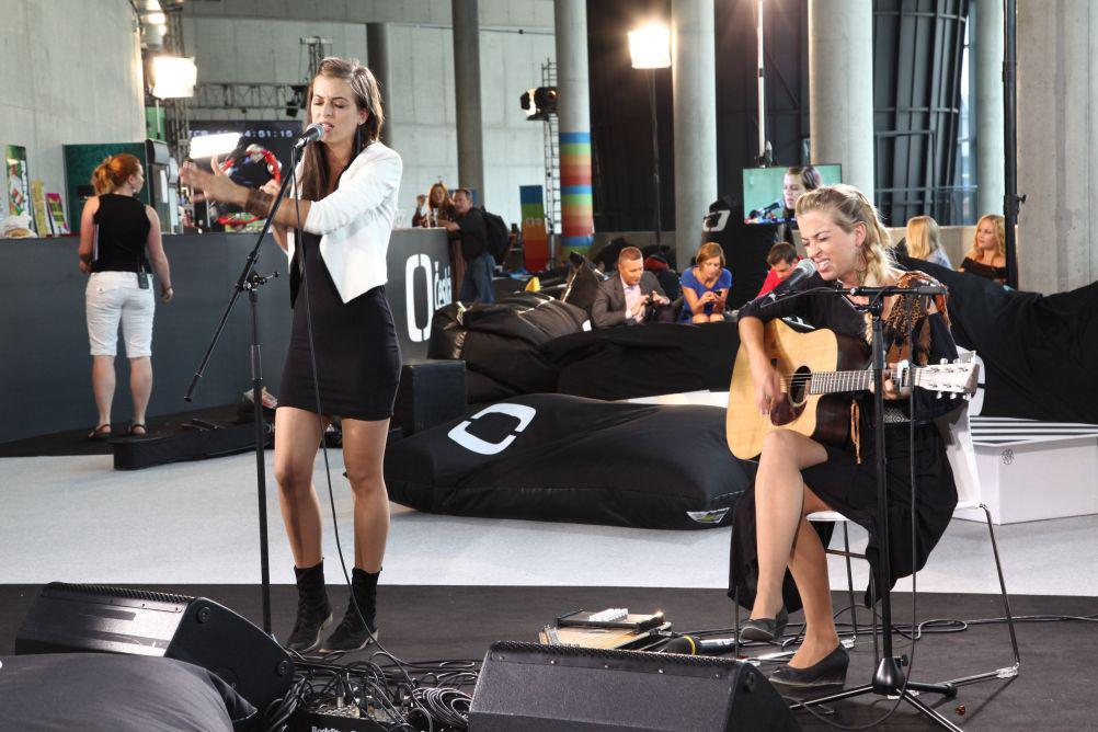 Francouzská dvojčata s kytarou – Isaya