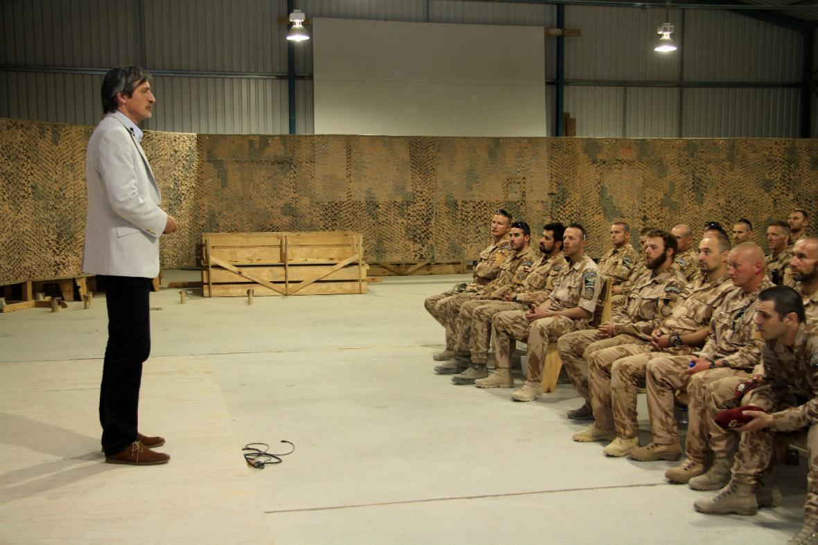 Ministr obrany Martin Stropnický na návštěvě vojáků v Afghánistánu