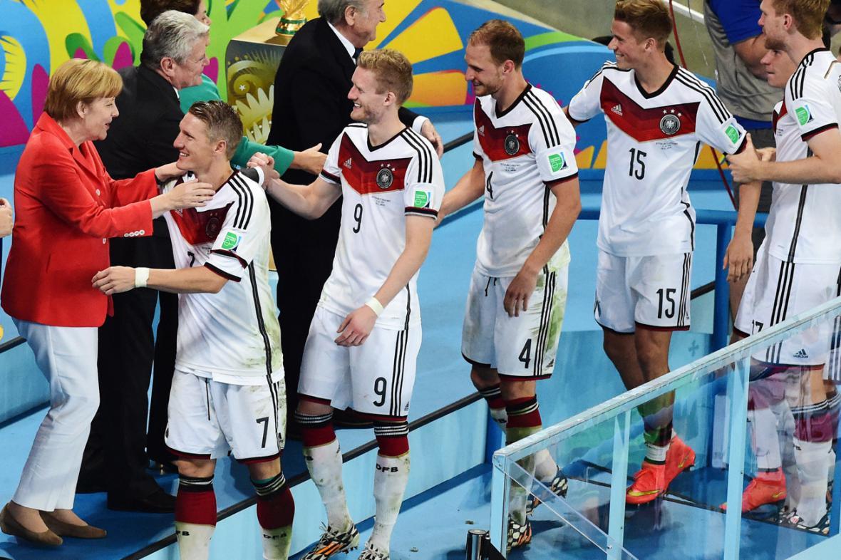 Angela Merkelová a Joachim Gauck blahopřejí čerstvým fotbalovým šampionům
