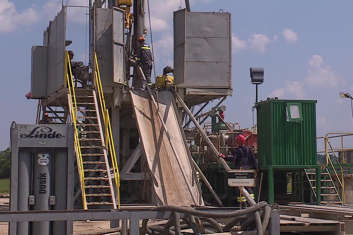 Zakonzervování jednoho nepoužívaného ropného vrtu trvá zhruba 3 týdny