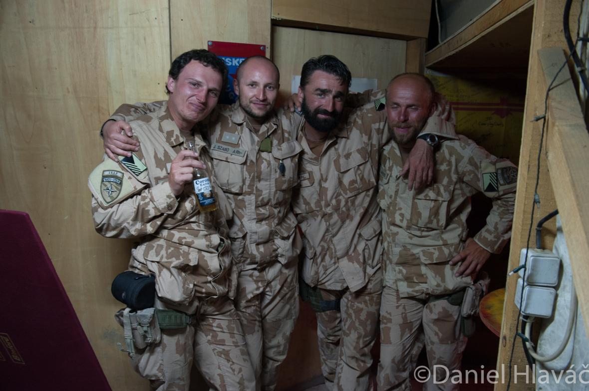 Jaroslav Lieskovan (druhý zprava) na misi v Afghánistánu