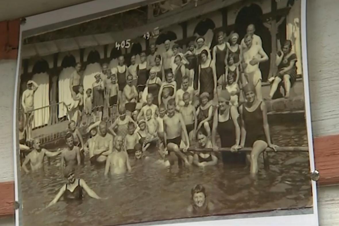Říční a sluneční lázně v Luhačovicích na dobové fotografii