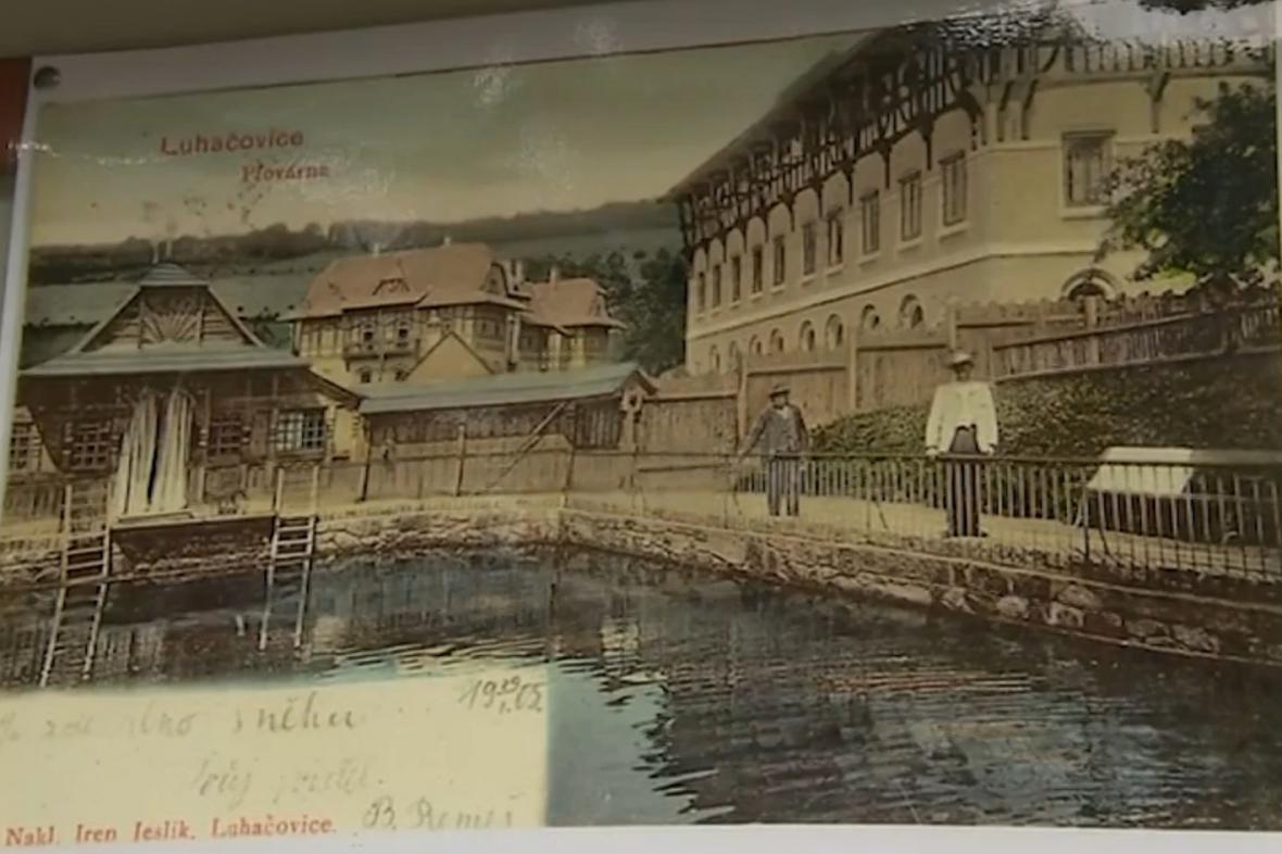 Říční a sluneční lázně v Luhačovicích na dobové pohlednici