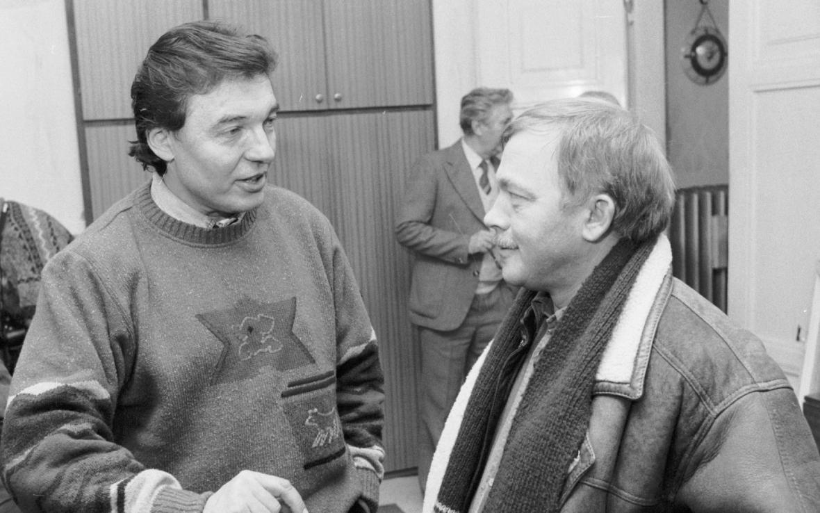 Karel Gott a Karel Kryl v roce 1989