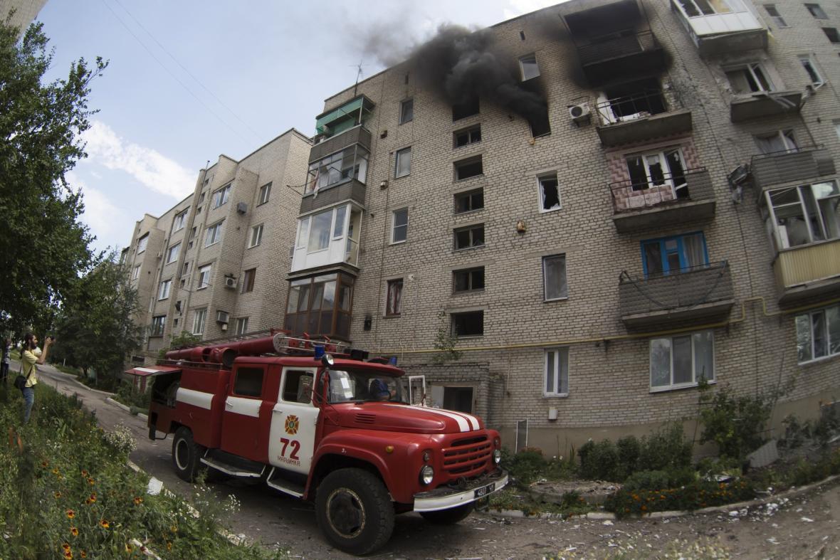 Boje zasáhly i město Marjinka u Doněcku