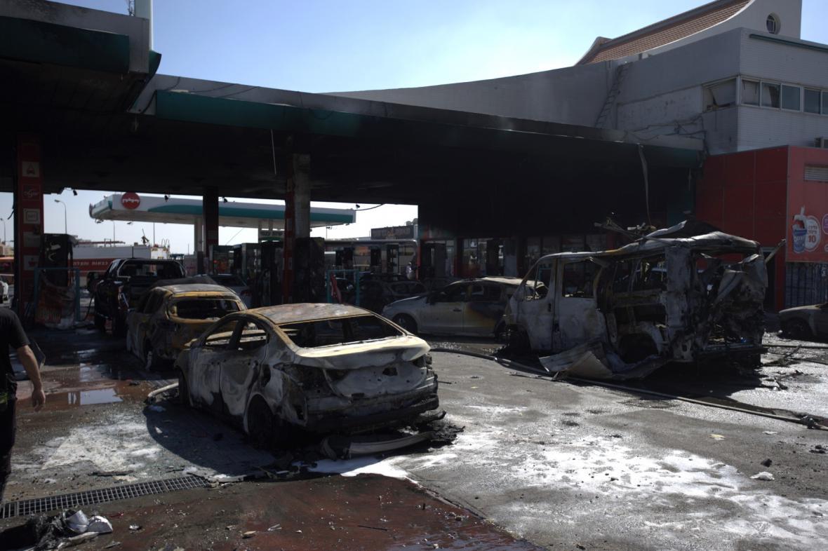 Střela vypálená z Pásma Gazy zasáhla izraelskou benzinku
