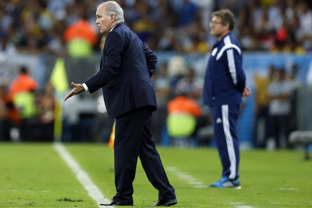 Trenér Argentiny Sabella (vlevo), trenér Bosny a Hercegoviny Sušič (vpravo)